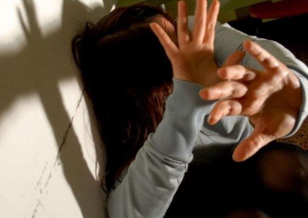 Grumo Nevano, donna colpita con un pugno dal marito: 59enne arrestato