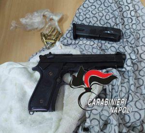 Caivano, blitz al Parco Verde: rinvenuta una pistola con proiettili
