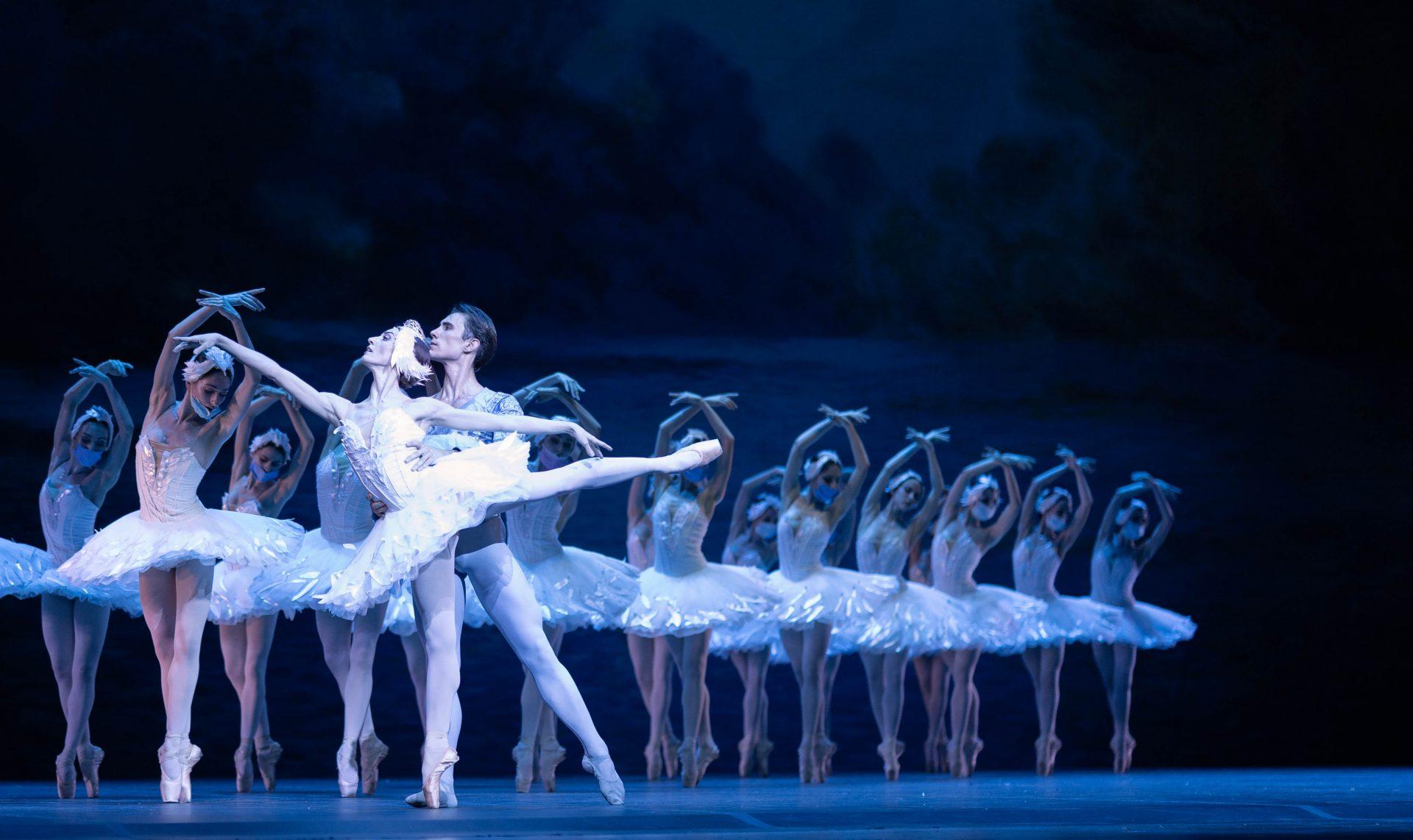 Teatro San Carlo: Debutta lo spettacolo di Balletto a cura diClotilde Vayer in Piazza del Plebiscito