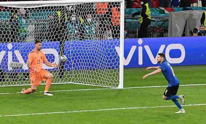 Euro 2020, al gol di Jorginho anche a Napoli si fa festa