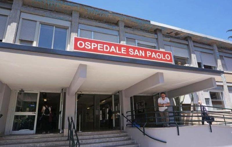 Ospedale San Paolo, attesa troppo lunga: donna di 66 anni aggredisce infermiera con una sega