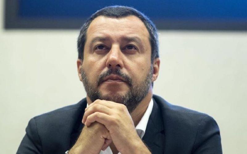 """Salvini, nuovo attacco a De Luca: """"Obbligo di mascherina all'aperto è una follia"""""""