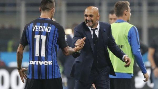 Calcio Napoli, alla ricerca di un centrocampista: anche Vecino e Berge sulla lista