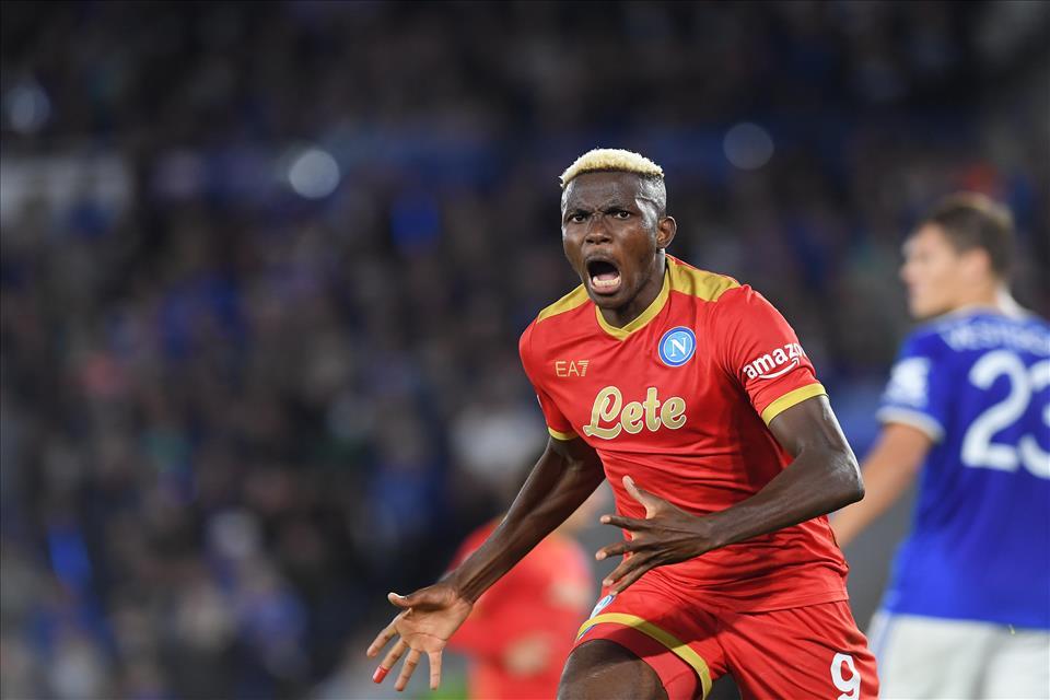 Leicester-Napoli, rimonta azzurra con doppietta di Osimhen