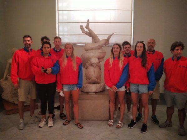 Napoli, i campioni di nuoto in visita alla mostra dei Gladiatori del Mann