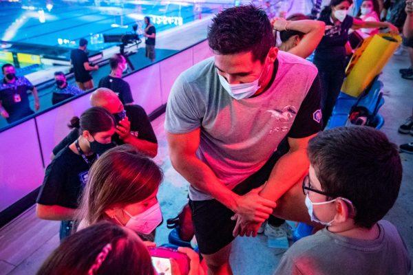 I bambini della Michelangelo Augusto di Bagnoli incontrano i campioni di nuoto