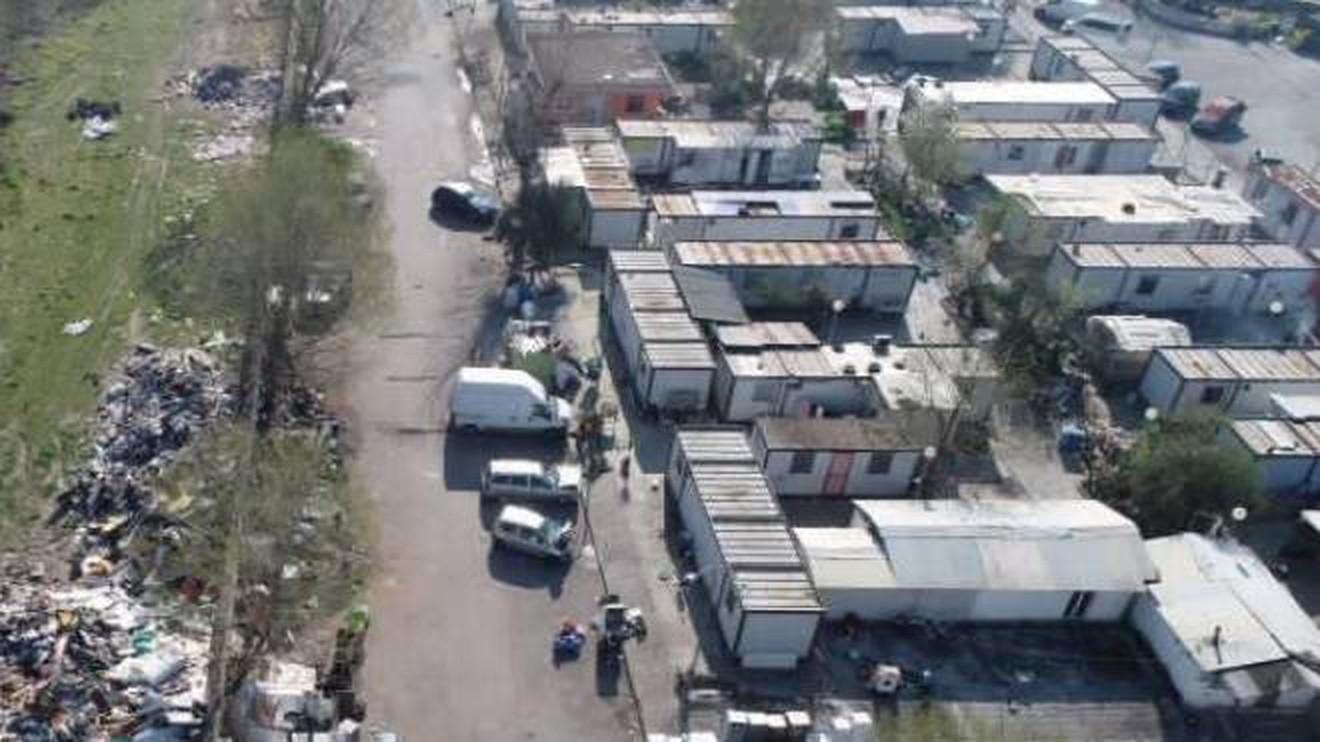 Campo rom di Giugliano, termina la zona rossa