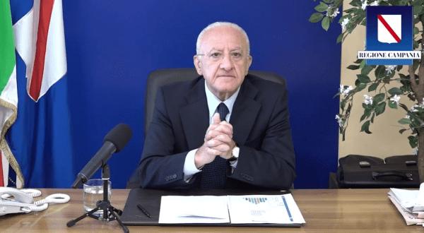 """De Luca sul Covid 19 in Campania: """"Buona tenuta. Vaccinarsi per rilanciare l'economia"""" (VIDEO)"""