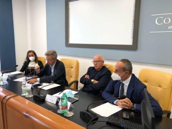 Napoli: Confcommercio ha incontrato i candidati sindaco Manfredi e Maresca