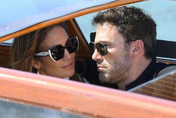 Venezia 78, arrivano Ben Affleck e Jennifer Lopez: sempre più innamorati