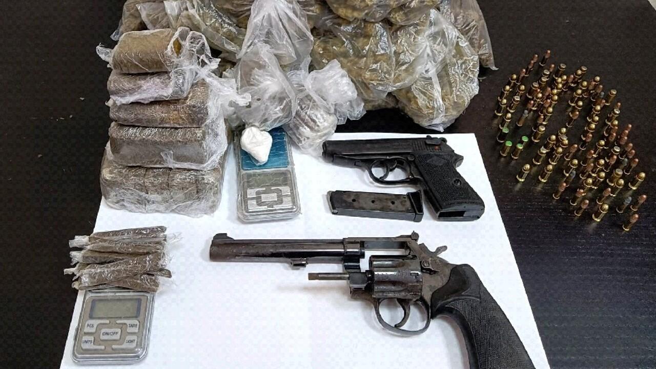San Pietro a Patierno, armi e droga in casa: 51enne in manette
