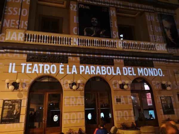 Emozioni e brindisi al San Ferdinando per il ritorno a teatro
