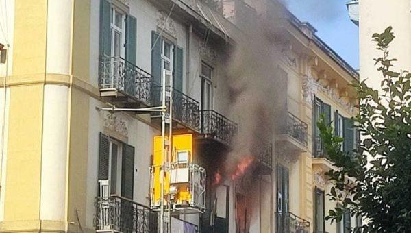 Vomero, incendio in un appartamento a via Merliani: nessun ferito